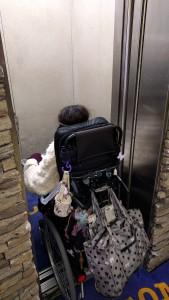 2-4.エレベーター入口の幅は80cm程度です